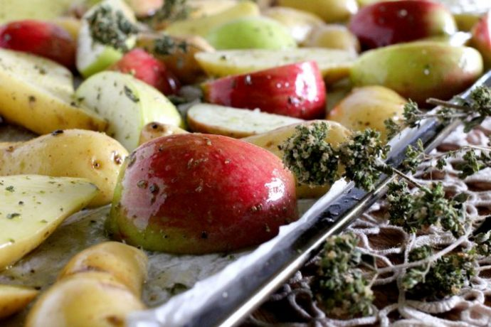 Seasoned apples and potatoes